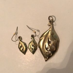 Jewelry - Earrings and pendant set